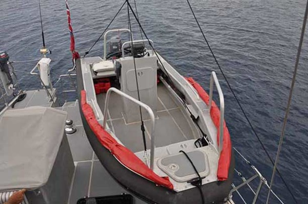 Fpb64 dinghy launching